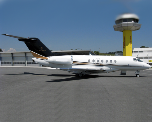 Hawker_4000_feature